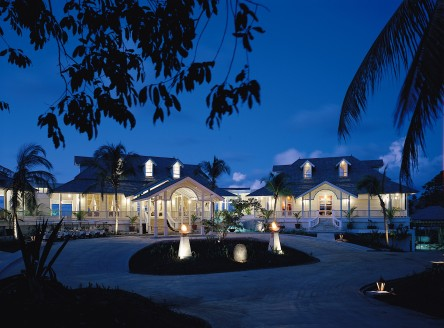 Main reception and restaurants at Banyan Tree Seychelles