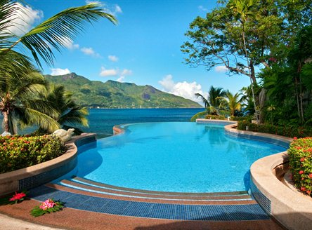 Infinity swimming pool at Hilton Seychelles Northolme Resort & Spa